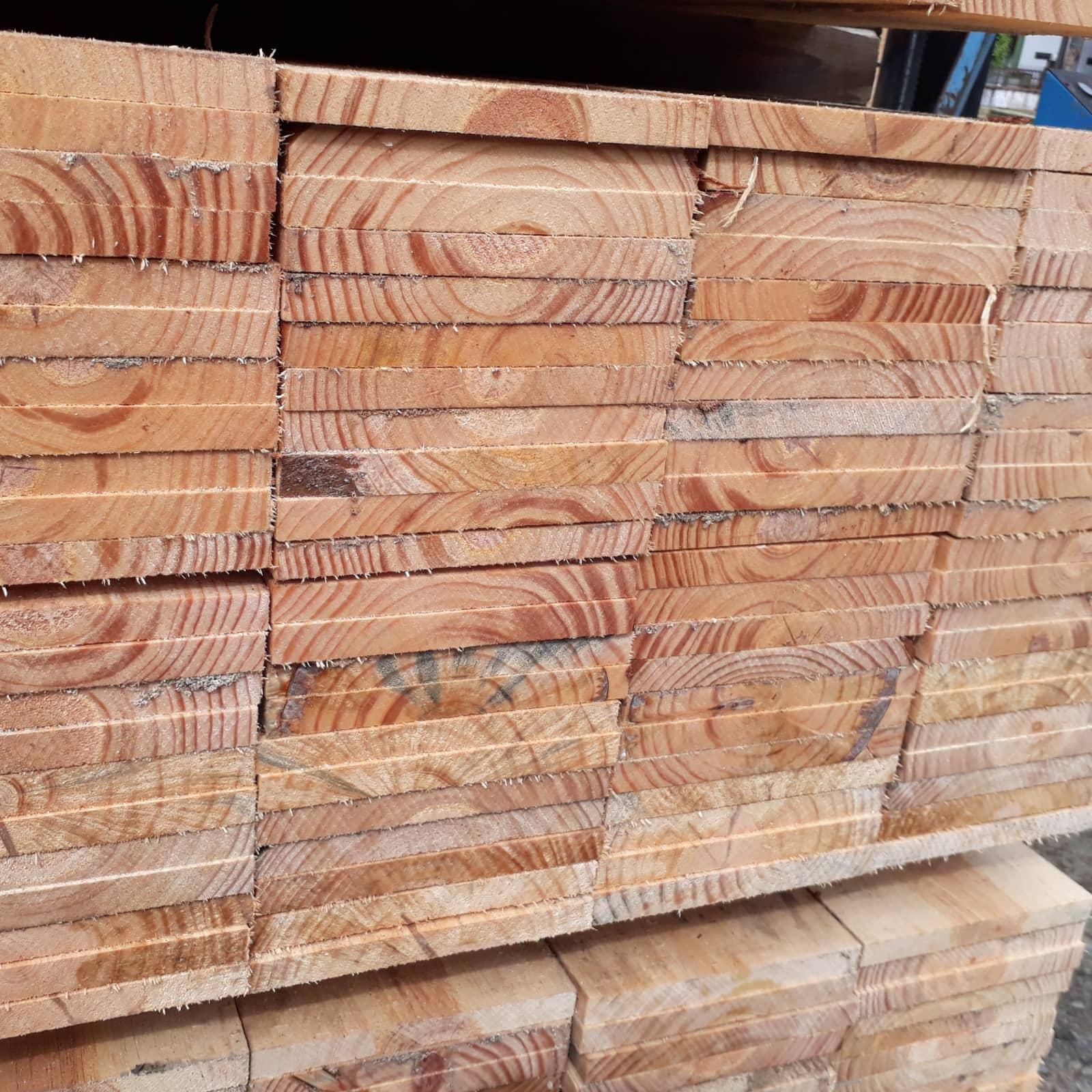 Tábua de Pinus para caixaria